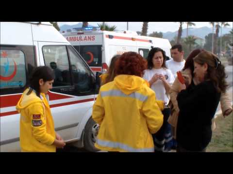 İki ambulans çarpıştı