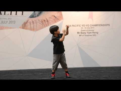 This little kid does amazing YoYo tricks