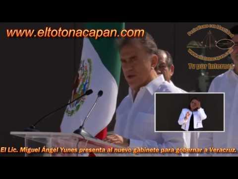 El Lic Miguel Ángel Yunes Linares presenta a quienes integraran el nuevo gabinete.
