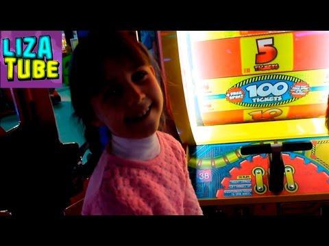 ВЛОГ МегаГРИНН часть 2 Игровые автоматы Хеппи Мил МакДональдс Лиза и Рома пробуют желейные ГЛАЗА