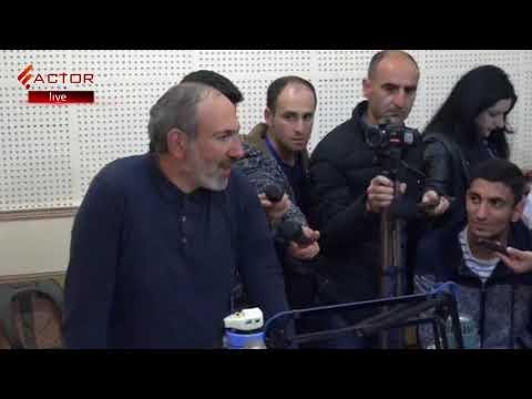 Հանրային Ռադիո մուտք գործած Նիկոլ Փաշինյանը պահանջում է  ուղիղ եթեր տրամադրել - DomaVideo.Ru