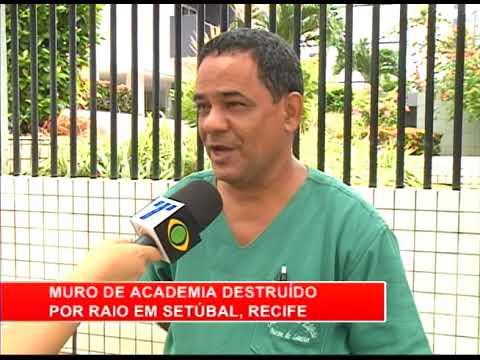 [RONDA GERAL] Raio destrói muro de academia em Setúbal, Zona Sul do Recife