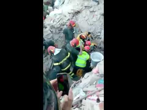 Terremoto Centro Italia, il salvataggio dei pompieri teramani di Giorgia VIDEO