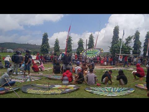 Festival Layang - Layang di Bandil, Campurdarat, Tulungagung (Peserta Lebih D… видео