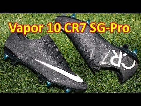 Feet - Nike Mercurial Vapor 10 CR7 SG-Pro Review + Discount Coupon Codes http://soccerreviewsforyou.com/2014/10/nike-mercurial-vapor-10-sg-pro-review/ Go to http://soccerreviewsforyou.com/ to see...
