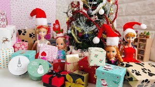 Video Elsa and Anna toddlers open their Christmas presents from Santa! MP3, 3GP, MP4, WEBM, AVI, FLV Agustus 2019