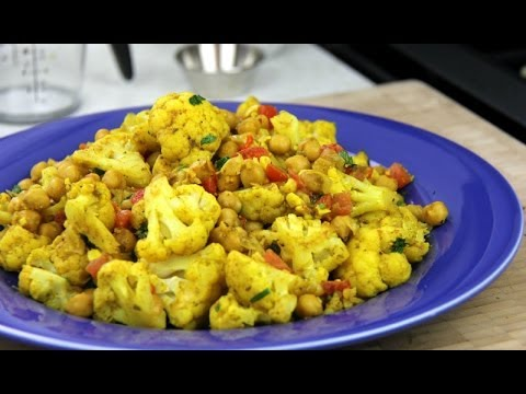 Community Magazine – Vegetarian Cauliflower With Chickpeas Curry Recipe