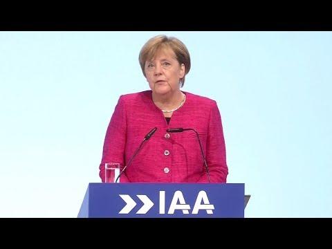 Angela Merkel auf der IAA: