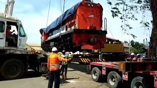 Video Proses Penurunan Lokomotif dari Divre 3/4 di Pelabuhan Belawan Medan MP3, 3GP, MP4, WEBM, AVI, FLV Februari 2018