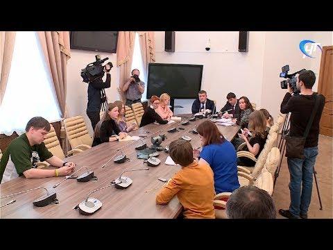 В Правительстве региона прошла пресс-конференция, посвященная ремонту дорог в Новгородской области