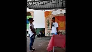 """Aluno emociona sua mãe ao declamar """"Mulher do Campo"""" – Eco Teens/ Barra do Choça"""