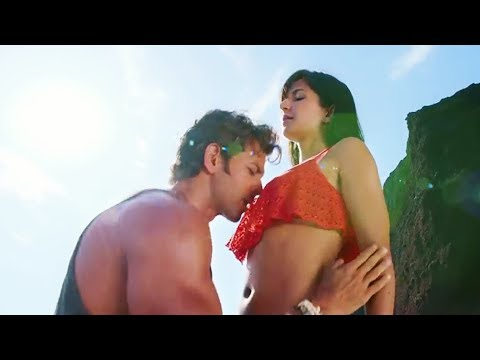 Video katrina kaif Big Boobs Press By Hrithik Roshan | Katrina Kaif Hot Bikini Scene download in MP3, 3GP, MP4, WEBM, AVI, FLV January 2017