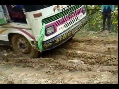 The most dangerous South Asian Mountainous roads Nepal. (видео)