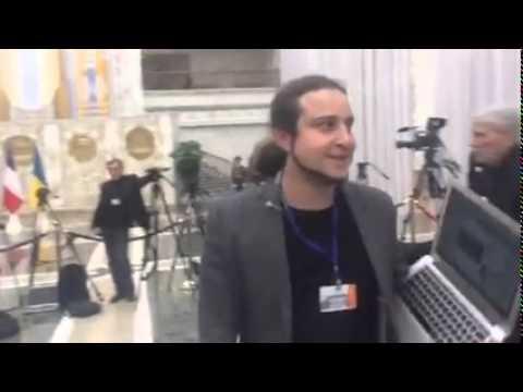 Сотрудник Lifenews гавкает на украинских коллег