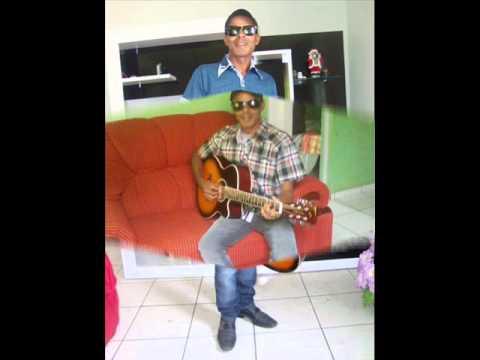 Zé Barbosa cantando sucesso de Flávio José (filho do dono) em Divisópolis MG