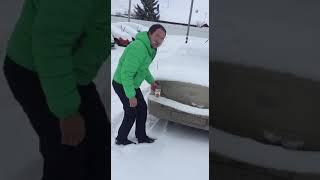 Jak w zimie poinformować kierowcę, że źle parkuje.