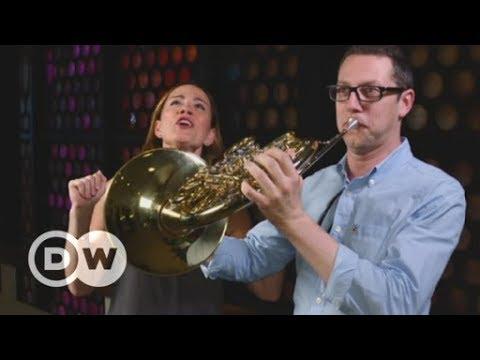 Sarah Willis besucht großartige Orchester | DW Deutsc ...