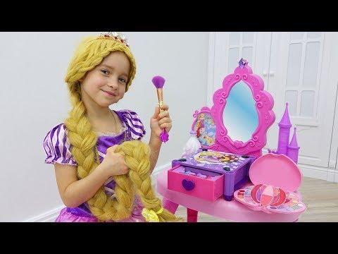 София как Рапунцель наряжается и делает Макияж / Sofia pretend to be a Princes… видео