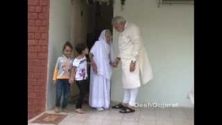 Video Narendra Modi visits his mother's home in Gandhinagar to seek her blessings on his birthday MP3, 3GP, MP4, WEBM, AVI, FLV Mei 2019