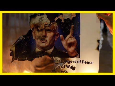 Video - Παλαιστίνιοι έκαψαν πλακάτ με φωτογραφίες του Τραμπ και του Πενς