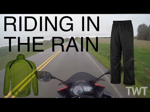 Riding a Motorcycle in the Rain (Motorcycle Rain Gear/Tips)
