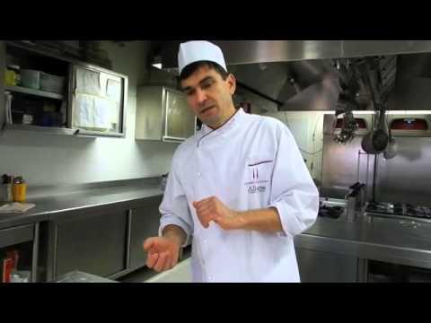 Podere Pendolino - Pizzeria: la preparazione della pizza- farcitura e cottura 1