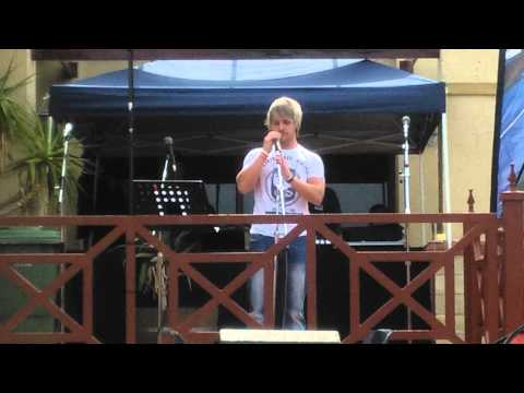 Theuns Nel doing tribute to Bles Bridges (BYSTAAN)