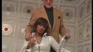 WHITNEY HOUSTON - Behind the scenes footage from the GREATEST HITS photo shoot (Pt. 1)