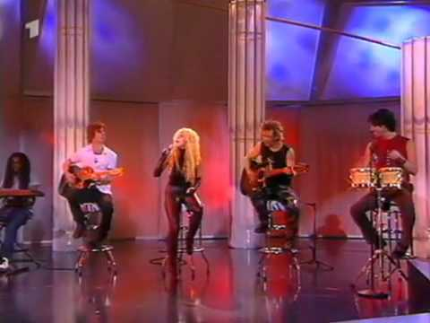 Shakira - underneath your clothes (live)