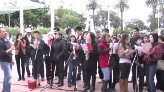 Giới Trẻ Việt Nam Mừng Giáng Sinh 2012 Với Người Vô Gia Cư Ở Santa Ana