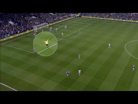 incredibile! l'arbitro mark dean esulta ai goal del tottenham! scandalo!
