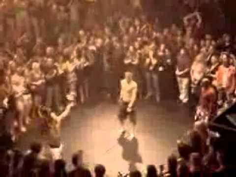 年輕惡霸欺負54歲前拳擊冠軍的下場!被打趴惹...