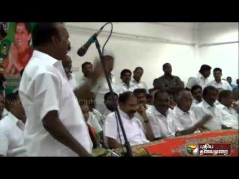 Interesting-reactions-of-ADMK-party-functionaries-listening-to-the-long-speech-of-their-compatriot