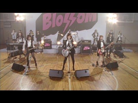 Tekst piosenki AKB48 - Give Me Five! po polsku