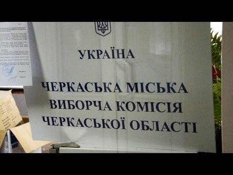 """Сутичка під ТВК: бізнесмен Бородай """"захищав"""" членів комісії від """"Партії вільних демократів"""""""