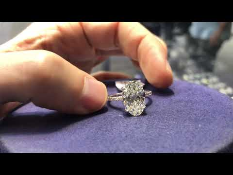What is a 5 carat oval shaped diamond engagement ring look like? H VS2