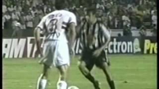 quartas de final do campeonato brasileiro 2002 melhores momentos do segundo jogo santos 2x1 no sao paulo morumbi.
