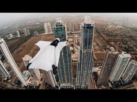 Полет между двумя небоскребами