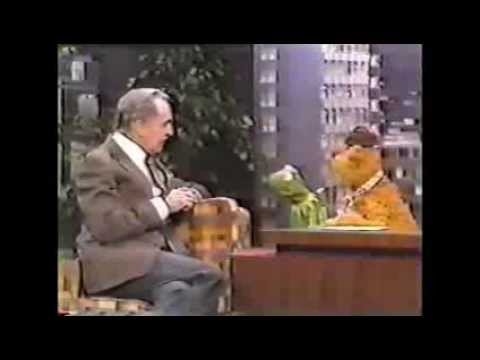 Kermit The Frog guest hosts The Tonight Show (1979)