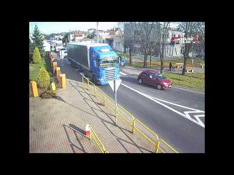 TIR przejechał kobietę na przejściu w Strzelnie. Nagranie z monitoringu