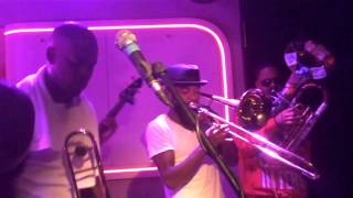 Hypnotic Brass Ensemble en Tempo Club