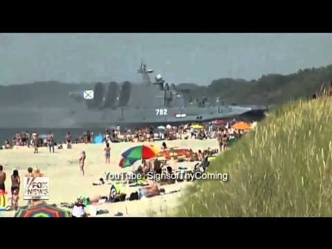 Russia : Military Zubr Hovercraft Lands On Crowded Beach During Training Exercise (Aug 21, 2013)