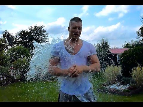 [Video]  Schmale Schulter Fitness – Kalt duschen – 7 Gründe (#IceBucketChallenge)