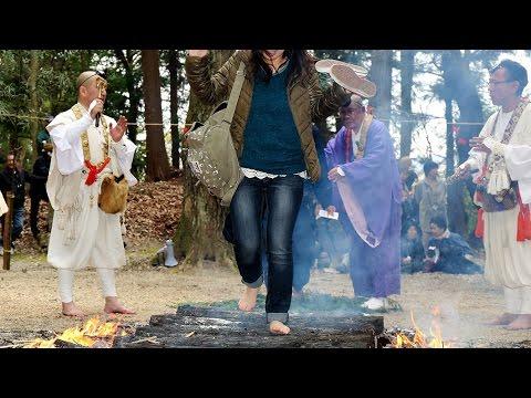 神戸の石峯寺で火渡り