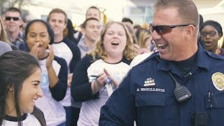 Video Massive mob overwhelms school's favorite police officer! MP3, 3GP, MP4, WEBM, AVI, FLV Juli 2018