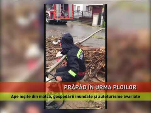 Zeci de gospodării inundate şi autoturisme avariate după ce un pârâu a ieşit din matcă