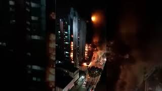 Prédio da Polícia Federal desaba após incêndio; Vídeo mostra o momento