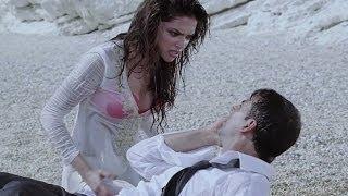 Nonton Hot Deepika Padukone kissing on a beach - Housefull Film Subtitle Indonesia Streaming Movie Download