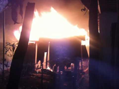 Casa pegando fogo em lambari d'oeste-mt