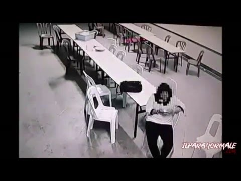 un fantasma aggredisce una ragazza in malesia! ghost attacks a girl